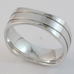Gents 'Squound' shape ring with brushed finish inner band and polished rails