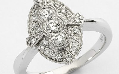 116128 : Shield-shaped Cluster Diamond Engagement Ring