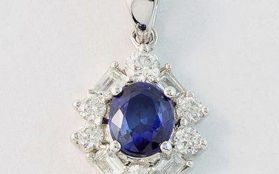 117874 : Oval Sapphire & Diamond Pendant